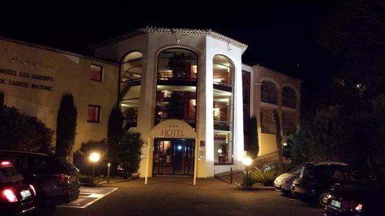 Hotel Les Jardins de Sainte-Maxime : Devant l'entrée