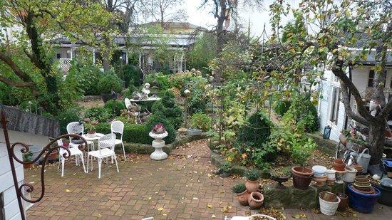Villa Romantika: Garten hinter dem Haus