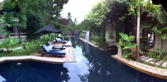 Montra Hotel: piscina