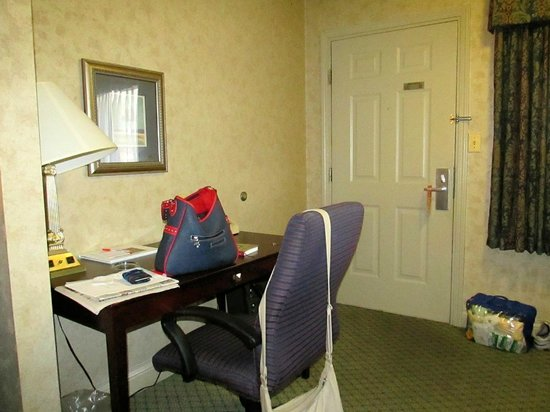 Howard Johnson Inn Lexington : Desk