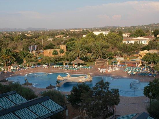 smartline Mariant: Vista de la piscina desde la habitación, a las 8 de la mañana!