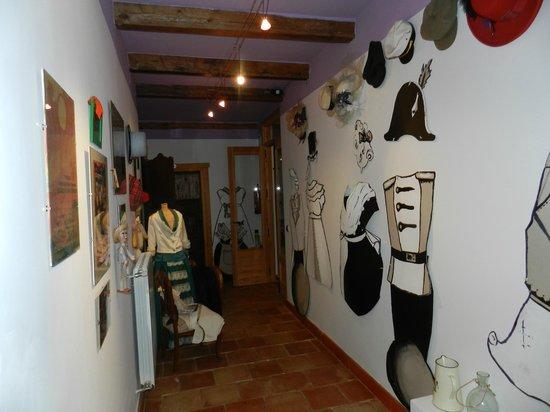Casa Rural Santa Ana: Decoración super original en los pasillos de acceso a las habitaciones