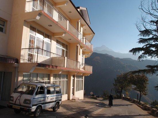 Villa Paradiso: Hotel from the street