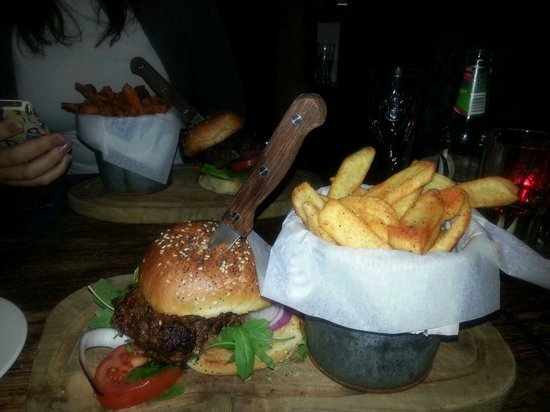 The Wiremill: Tasty smokey burger and seasoned chips. Yummy!