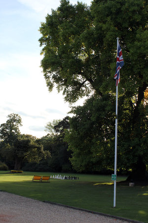 Royal Berkshire Hotel: Grounds with giant chess etc