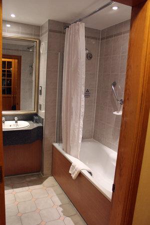 Royal Berkshire Hotel: Bathroom