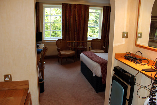 Royal Berkshire Hotel: Ironing board etc