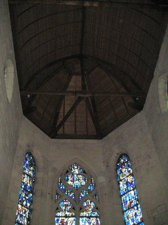 Eglise Saint Sulpice de Pierrefonds : ステンドグラスと天井
