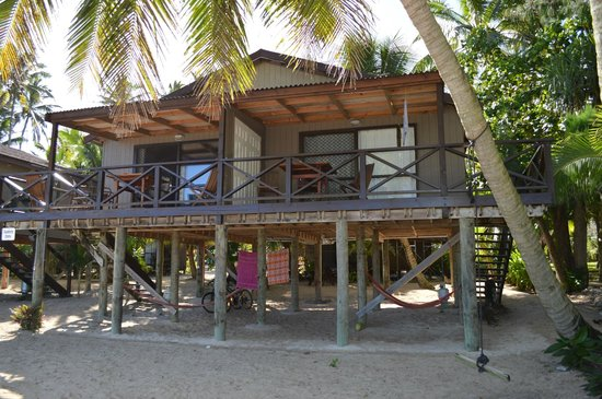 Rarotonga Backpackers: Our self-contained unit from the water's edge