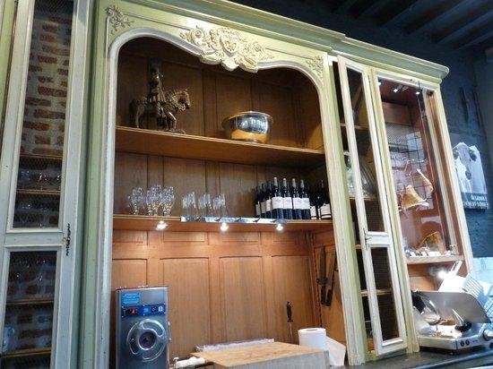 Le Barbier qui fume Vieux-Lille : Décor de la boucherie et restaurant