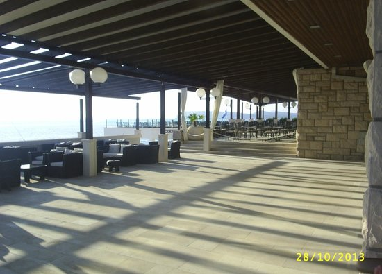 Ariston Hotel : Seating area and outside restaurant