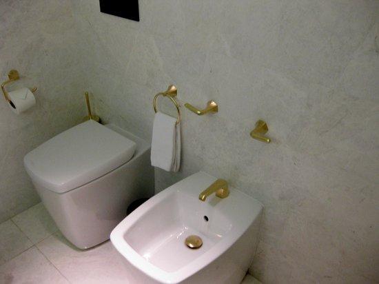 Altis Avenida Hotel: baño moderno