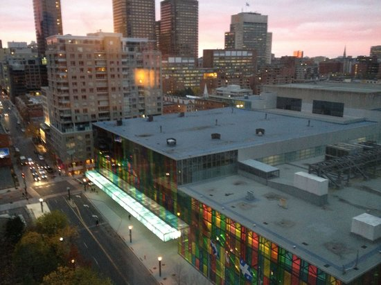 InterContinental Montreal : View from room 1522 at dusk, looking at the convention center