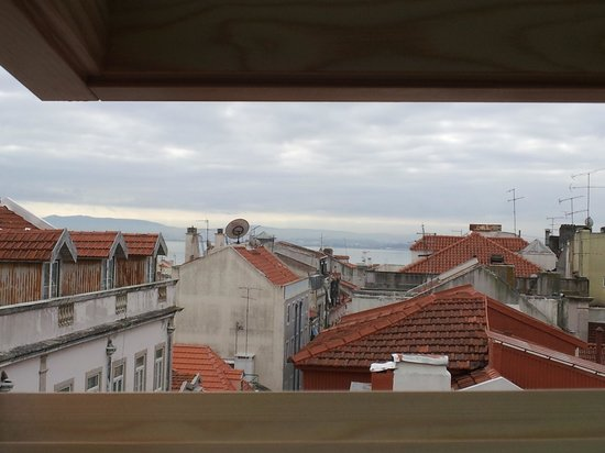 Lisbon Colours: Lovely view from my habitation.