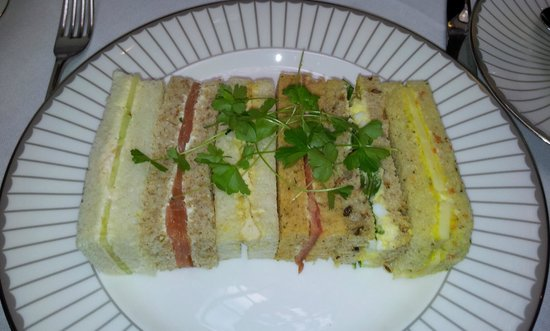 Corinthia Hotel London : Delicate, tasty, crust-free sandwiches