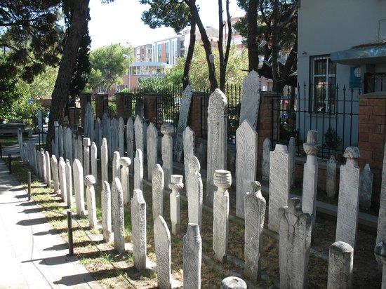 Izmir Bergama Museum : Gravestones from the museum site
