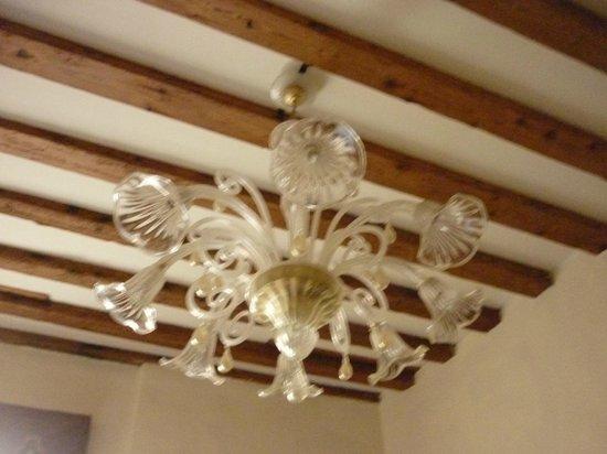 Casa Nicolo Priuli : lustre do quarto