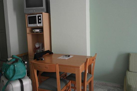 Hotel Erato : Rom, med tv, mikrobølgeovn, vannkoker