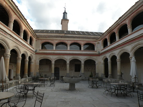 Hotel San Antonio el Real: Beautiful Courtyard