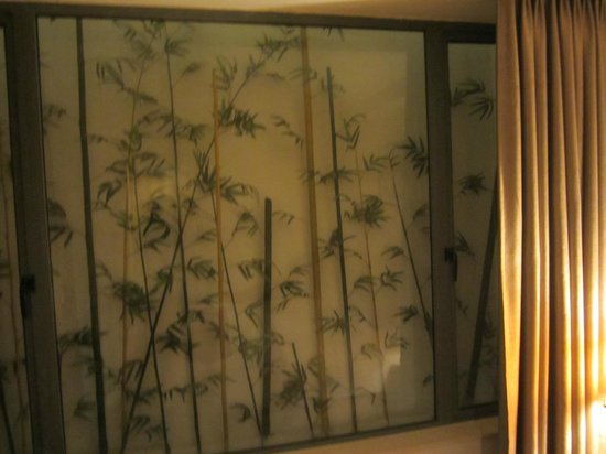 Hanoi Romance Hotel: No window. Just fake screen of bamboo setting. But rather not have a window where noise can come