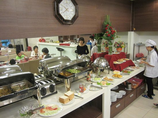 Hanoi Romance Hotel: Buffet breakfast. Local & continental. Good food.