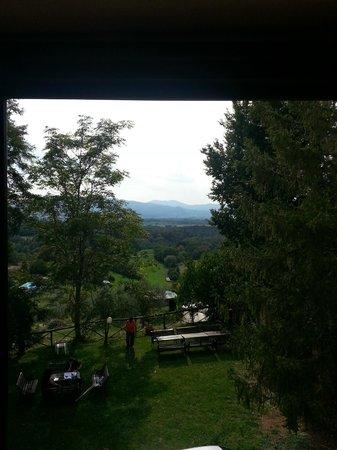 Agriturismo Il Poggio alle Ville: View from hilltop villa hallway.