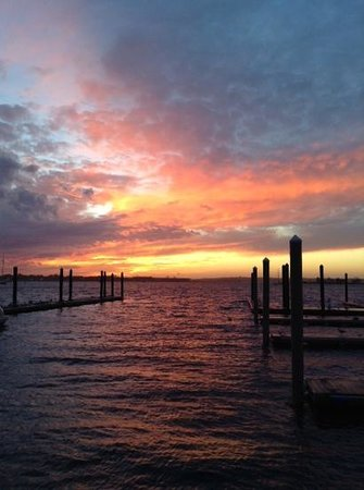 Wyndham Newport Onshore: Sunset from Wyndham's docks