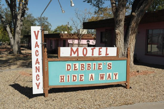Debbie's Hide a Way : Facade rue
