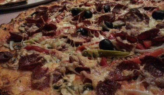 Pizzeria Milano: Pizza Diavolo mit extra Sucuk, ein Gedicht.