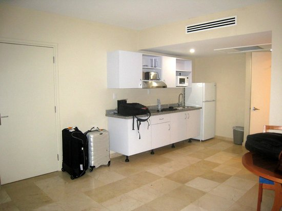 The Mill Resort & Suites Aruba: large room with kitchen