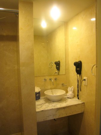 The Mill Resort & Suites Aruba: clean bathroom