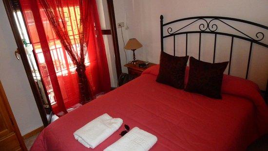 Hostal Trinidad: einfaches, aber schönes Zimmer mitten in Cordoba