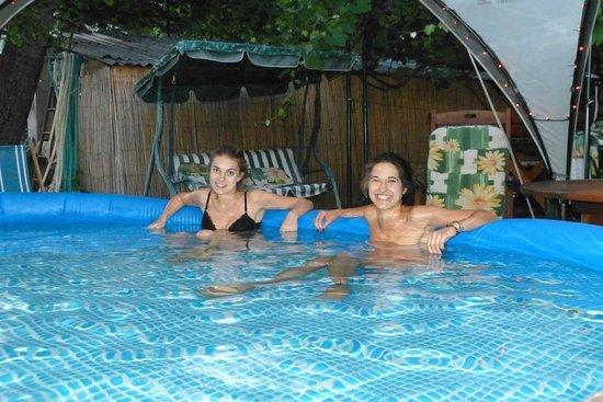 B&B U Oty: In the pool