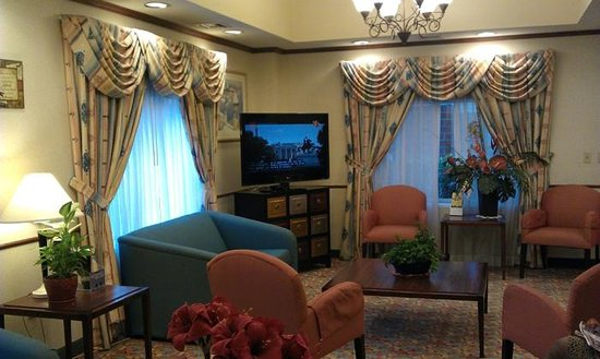 Comfort Suites Airport: lobby