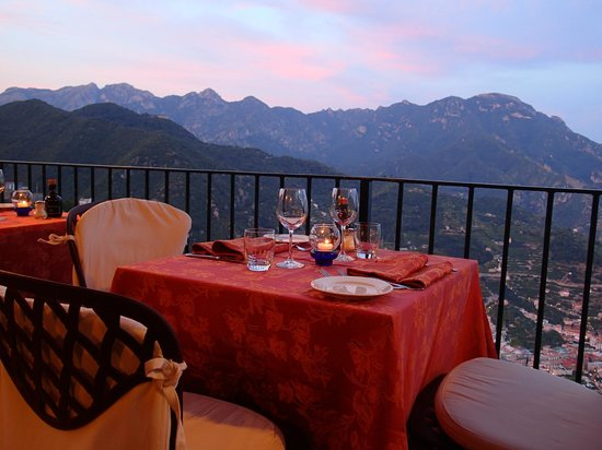 Ristorante Raffaele dell'Hotel Parsifal: Table at the terrace railing