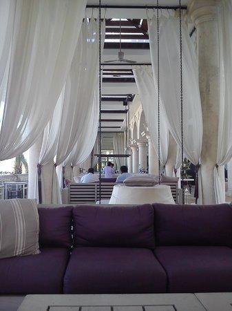 Phoenicia Hotel: pool bar and lounge area
