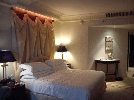 Phoenicia Hotel: a proper bed
