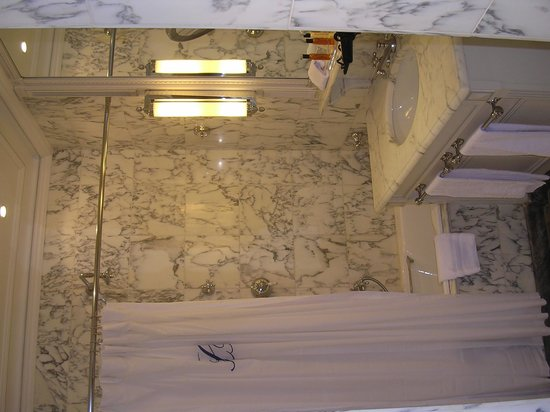 Hotel Luxembourg Parc : Gorgeous marble bathroom
