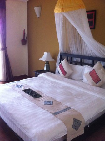 H'Mong Sapa Hotel: Yes mosquito net giving it a romantic feel. V comfy bed & fresh sheets.