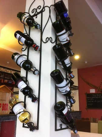 H'Mong Sapa Hotel: Choose your wine.
