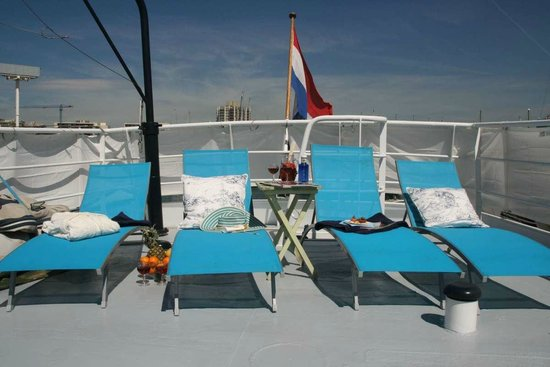 St. Katharine B&B Boat: Sundeck with comfortable sunbeds and covers around for ultimate privacy