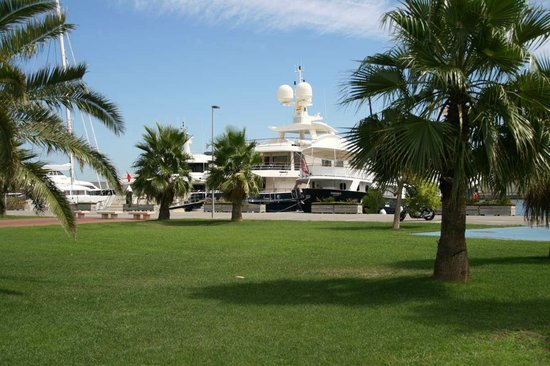 St. Katharine B&B Boat moored next to beach, a walk from CCIB and 10 min Barcelona center