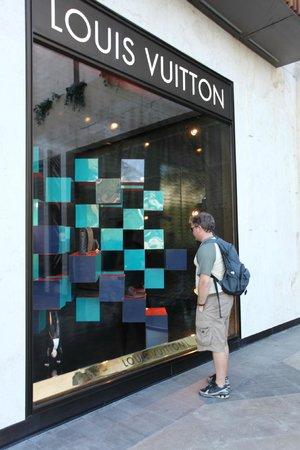 La Isla Shopping Mall : Louis Vuitton shop at La Isla