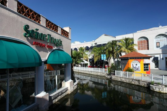 La Isla Shopping Village: La Isla shopping mall
