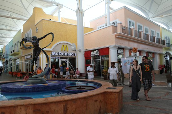 La Isla Shopping Village: La Isla Shoping mall