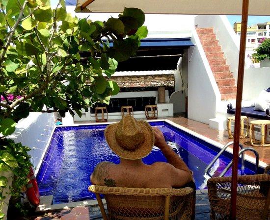 Agua Hotel : Rooftop pool (husband in the way, ha)