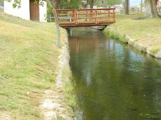 Balmorhea State Park: Foot bridge over canal