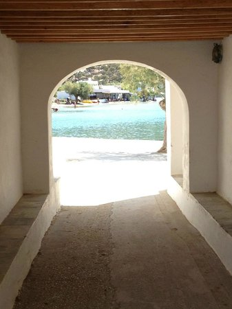 Vathi Beach: la piazzetta del villaggio