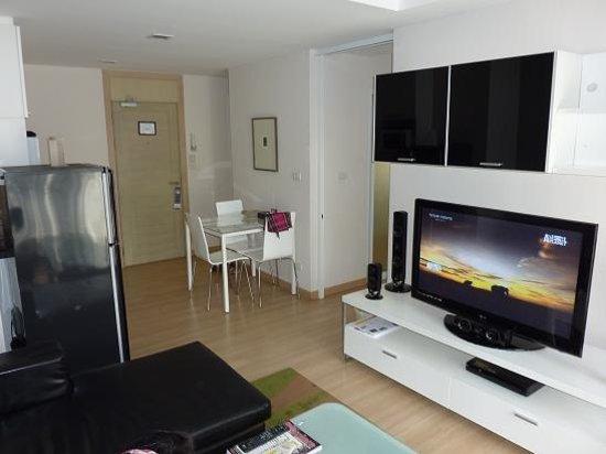 Baan K Residence by Bliston: Kitchen area