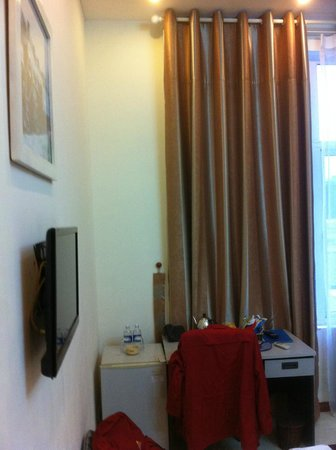 Mango Hotel: Flat screen TV (though limited international channel - think I play music TV channel)